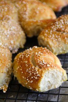 eltefrie rundstykker I Love Food, Good Food, Breakfast Around The World, Homemade Brioche, Brioche Bread, Norwegian Food, No Knead Bread, Piece Of Bread, Bread Baking