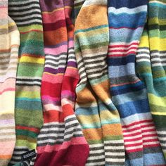 Bilderesultat for kofte mandelblomst Knitting Stitches, Knitting Yarn, Textiles, Crochet Scarves, Knit Crochet, Big Knits, Mens Fashion Sweaters, Knitted Afghans, Striped Scarves