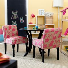 cutest little kid's table and chairs
