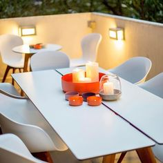 Nothing better than a warm summer night outside with loved ones!⠀  ⠀  #BoConcept #outdoor #Adelaide #summer #night #furniture⠀
