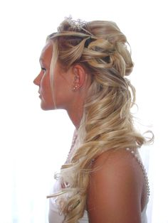 Contemporary bridal hair, half up style Cool Haircuts, Cool Hairstyles, Hairstyle Photos, Hairdos, Bridal Hair And Makeup, Hair Makeup, Celebrity Wedding Hair, Honey Blonde Hair, Special Occasion Hairstyles