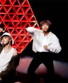 sidenote - jimin needs to glue his jackets to his left shoulder lol