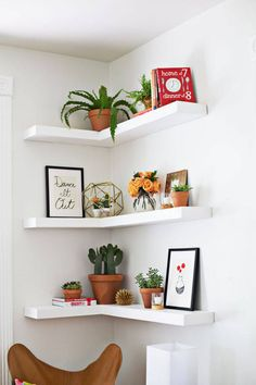 Want to build your own floating shelves or floating corner shelves? Here are 6 different tutorials that show you how to build DIY floating shelves. shelves, corner shelves, shelves diy How to Build DIY Floating Shelves 7 Different Ways