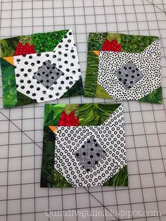 Chicken quilt squares-just photo inspiration Fat Quarter Quilt Patterns, Quilt Block Patterns, Pattern Blocks, Quilting Projects, Quilting Designs, Sewing Projects, Small Quilts, Mini Quilts, Diy Quilt