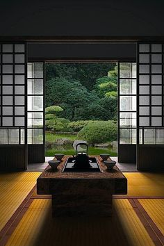 How To Add Japanese Style To Your Home Japanese room, Washitsu 和室 clean lines, simplicity and symmetrical balance Japanese Interior Design, Japanese Design, Japan Interior, Country Interior Design, Interior Garden, Contemporary Interior, Room Interior, Interior Ideas, Symmetrical Balance