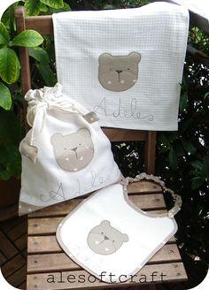 tessuti creativi Drawstring Bag Diy, Reusable Tote Bags, Baby Kit, Baby Crafts, Baby Decor, Baby Sewing, Kids And Parenting, Baby Dress, Baby Room