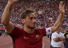 Covesia.com - Rakasasa Italia AS Roma menutup liga Italia (Serie A) musim 2016/17 di posisi runner-up dibawah Juventus di puncak setelah menang 3-2 atas Napoli...