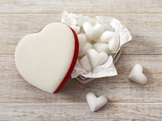 DIY-Anleitung: Sprudelnde Herz-Badekugeln selber machen / beauty diy: how to make heart shaped bathbombs via DaWanda.com