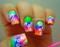 Diseño de uñas Hawaii con colores neón