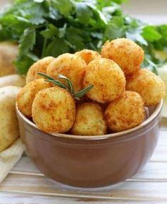 Crikey Mac & Cheese Bites – Old Croc Cheese Cheesy Potato Balls Recipe, Cheesy Potatoes, Baked Mac And Cheese Recipe, Mac And Cheese Bites, Mac Cheese, Greek Recipes, Vegan Recipes, Cooking Recipes, Great Appetizers