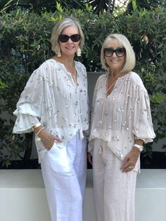Trans-Seasonal Trends for 2019 — This With This Fashion Over Fifty, Over 50 Womens Fashion, Fashion Over 50, Love Fashion, Fashion Outfits, Formal Smart Casual, Rolled Up Jeans, Mature Fashion, Elegant Outfit