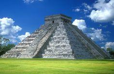 pirâmide do méxico, famoso ponto turístico, gramado verde, céu azul papéis de parede