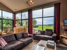Vakantiehuizen & Villa's in Ardennen   Ardennen Vakantievilla Jacuzzi, Places To Go, Windows, Curtains, Home Decor, Chalets, Blinds, Decoration Home, Room Decor