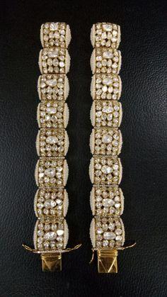 Kundan kangan Kundan Bangles, Gold Bangles, Bangle Bracelets, Antique Jewellery Designs, Jewelry Design, Stylish Jewelry, Necklace Designs, Indian Jewelry, Wedding Jewelry