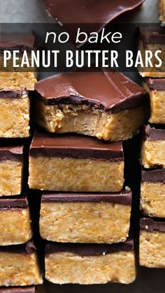 Easy homemade chocolate peanut butter cup bars made with only 5 ingredients cut them as large or small as you want! recipe on sallysbakingaddiction com no bake oreo dessert recipe Smores Dessert, Diy Dessert, Simple Dessert Recipes, Recipes Dinner, Quick Easy Desserts, Easy Homemade Snacks, Easy Dessert Bars, Bar Recipes, Dessert Food