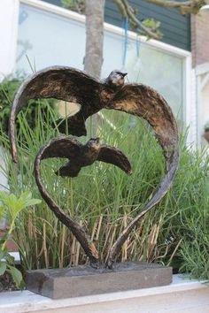 Garden view decoration for birds - Garden Art Sculptures Outdoor Sculpture, Outdoor Art, Zen Garden Design, Metal Art Projects, Metal Garden Art, Cement Garden, Scrap Metal Art, Ceramic Birds, Garden Statues