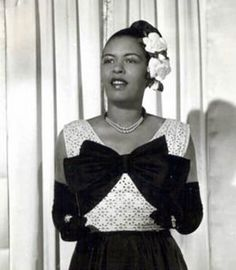 Billie Holiday the flower lady Billie Holiday, Lady Sings The Blues, Bless The Child, Mario, Vintage Black Glamour, Holiday Wear, Jazz Musicians, Jazz Artists, Jazz Blues