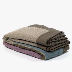 Quilt Green Artisan Patch 240 x 260 cm | referência 26875310 | A Loja do Gato Preto | #alojadogatopreto | #shoponline Patch, Shabby Chic, Towel, Artisan, Quilts, Napkins, Throw Pillows, Bedspreads, Blinds