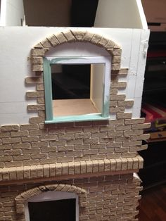 Glorious Twelfth: Bricking An Entire Facade: Tips and Tricks Dollhouse Tutorials, Diy Dollhouse, Dollhouse Miniatures, Miniature Tutorials, Castle Dollhouse, Miniature Houses, Miniature Dolls, Miniature Furniture, Dollhouse Furniture