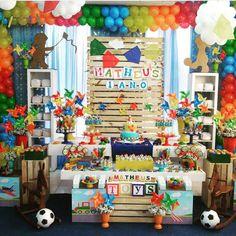 """1,396 Likes, 40 Comments - Blog Mae Festeira (@mae_festeira) on Instagram: """"Festa brinquedos ❤️❤️❤️❤️ Imagem do Ig @jungleprime decor @triplo.e #mae_festeira #festabrinquedos"""""""