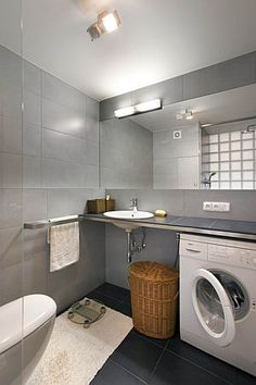 Besides bulky mirrors and tiled counter washing is another interesting detail towel rack is a solid, does not take place towels on it nechumlají and easy to dry.