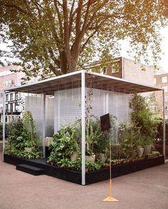 T H I R D S P A C E // Asif Khan con le sue tre installazioni ha voluto ricreare spazi che fossero fuori dalla propria abitazione e/o ufficio, a servizio del pubblico, in cui potersi rilassare, relazionare e lavorare. Forests Installation MINI Living al @l_d_f_official @mini••#YourSideOfTown #MINILiving #LDF16 #thirdplaceliving#LondonDesignFestival #placemakers #creativeuseofspace #AsifKhan#thirdplaces #urbanliving #urbanvoids #design #architecture#London #urbanenvironments #cityliving…