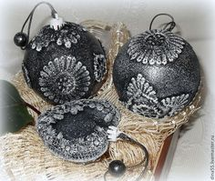 Victorian Christmas Ornaments, Shabby Chic Christmas, Christmas Baubles, Christmas Time, Christmas Crafts, Hand Painted Ornaments, Handmade Ornaments, New Years Decorations, Christmas Tree Decorations