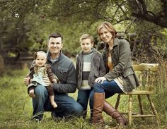 Family Picture Clothing Ideas | family pose | Clothing Ideas for Pics