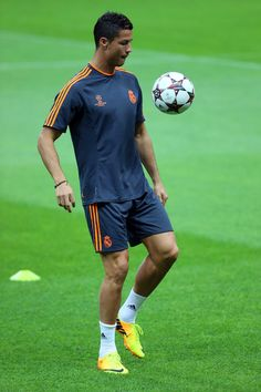 Cristiano Ronaldo Photos Photos -   Real Madrid's Christiano Ronaldo attends a training session ahead of their UEFA Champions League Group B match against Galatasaray AS at the Ali Sami Yen Area on September 16, 2013 in Istanbul, Turkey. - Real Madrid CF Training Session