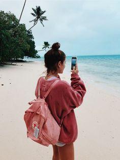 Fjallraven - Kanken Mini Classic Backpack for Everyday Summer Pinterest, Photographie Portrait Inspiration, Shotting Photo, Summer Goals, Summer Photos, Tumblr Summer Pictures, Tumblr Beach Photos, Beach Tumblr, Summer Aesthetic