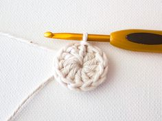 Make a Set of Five Ombre Crocheted Coasters Crochet Doilies, Crochet Lace, Crochet Hooks, Free Crochet, Crochet Circles, Crochet Round, Double Crochet, Mug Rug Patterns, Afghan Crochet Patterns