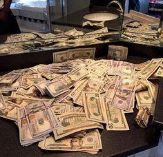 I Lenda V. WON the 2016 October lotto jackpot‼💚Billion dollar deposits are common for me Mo Money, How To Get Money, Make Money Online, Cash Money, Money On My Mind, Money Stacks, Life Goals, Accounting, Investing