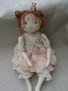 Augustine en rose poudré et petit gilet en dentelle...♡ lovely doll