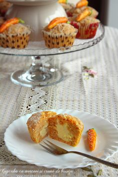 cupcakes cu morcovi si branza sectiune 1 I Foods, Biscuits, Muffins, Cupcakes, Cheesecake, Goodies, Sweets, Healthy Recipes, Cooking