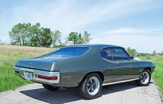 1970 Pontiac Lemans Sport-Mine had two-tone paint with pin striping and a 427 engine. It could fly. Pontiac Lemans, Pontiac Cars, 1969 Gto, Skyline Gtr, Sweet Cars, Construction, Car Car, Le Mans, Mopar