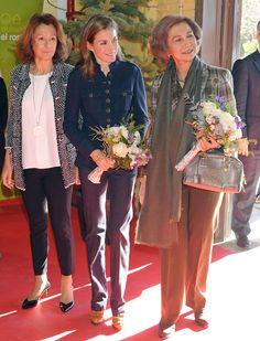 La Reina y la Princesa de Asturias, de compras en el rastrillo de Nuevo Futuro