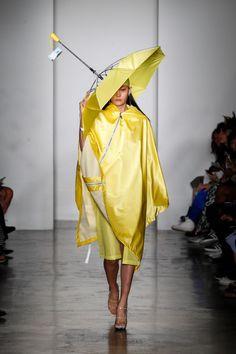 Parsons MFA Spring 2016 Ready-to-Wear Collection - Vogue Funny Fashion, Weird Fashion, Fashion Art, Fashion Show, Fashion Design, Conceptual Fashion, Spring Summer 2016, Fashion Details, Ready To Wear