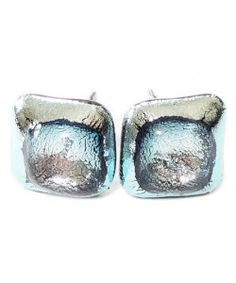 Handgemaakte oorstekers van zilver dichroide glas met helder accent!