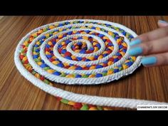Simple Rug Making At Residence Utilizing Rope And Material Homemade Rugs, Braided Rag Rugs, Rag Rug Tutorial, Rope Rug, Rope Crafts, Diy Crafts, Creation Deco, Fabric Rug, Diy Carpet