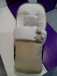 Saco de silla Bugaboo Camaleon con diseño sobrio y un color de tendencia este Otoño, el camel, muy BONITO!  Pedidos en bebeteca@gmail.com y ...