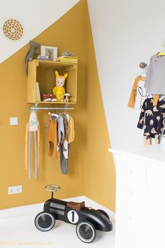 wall painting yellow mustard child room