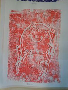 La classe de Laurène: Arts visuels - Monotype : enduire une feuille plastique de peinture, dessiner au coton-tige et imprimer (retourner le plastique sur feuille blanche)