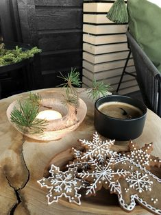 CHRISTMAS AT THE TERRACE - Therese Knutsen Christmas Decorations, Table Decorations, Christmas Ideas, Outdoor Spaces, Outdoor Decor, House Extensions, Modern Christmas, Black Decor, Winter Time