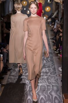 Valentino Fall 2013 Couture - Runway Photos - Fashion Week - Runway, Fashion Shows and Collections - Vogue Valentino 2017, Valentino Couture, Valentino Paris, Style Couture, Couture Fashion, Runway Fashion, Fashion Week, High Fashion, Fashion Show