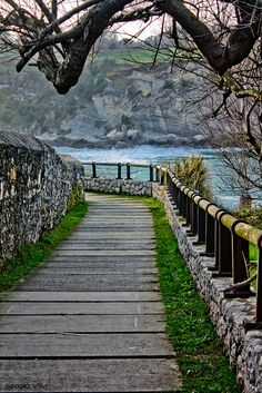 Camino de Mataleñas en Santander, España: muy lindo para caminar en un atardecer con una persona especial.