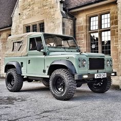 Defender 90, Land Rover Defender, My Dream Car, Dream Cars, Wheels On The Bus, Car Goals, Expedition Vehicle, Jeep Cars, Range Rover