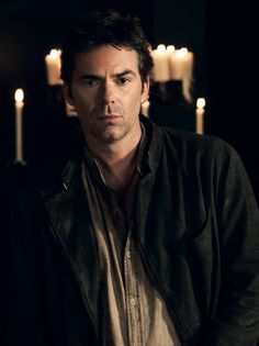 Billy Burke is Miles Matheson in Revolution