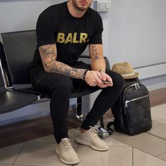"Philippe Gazar en Instagram: ""Already checked out my blog today my friends? My travel look is online #balr #yeezyboost350"""