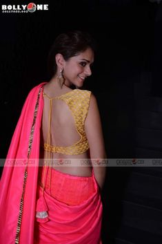 Aditi Rao Hydari Hot Show In Backless Blouse & Saree @ Gehna