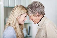 Un primato delle donne è stato alla fine superato: non sono loro le più longeve. Almeno non più in alcune zone della Gran Bretagna. Ebbene sì, in ben 10 distretti inglesi gli uomini vivono mediamente più a lungo rispetto alle signore, con picchi di 13 anni in alcune zone.